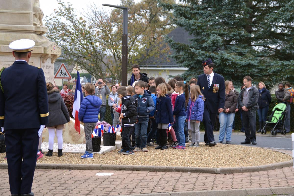 Lorsque les enfants commémorent l'armistice aux côtés des Anciens Combattants