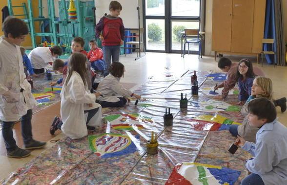 Quand les élèves de St Roch préparent les couleurs du ciel